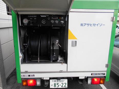 作業に使用する高圧洗浄車